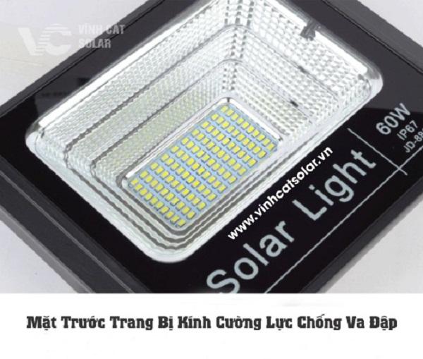 mặt kính đèn led pha năng lượng mặt trời